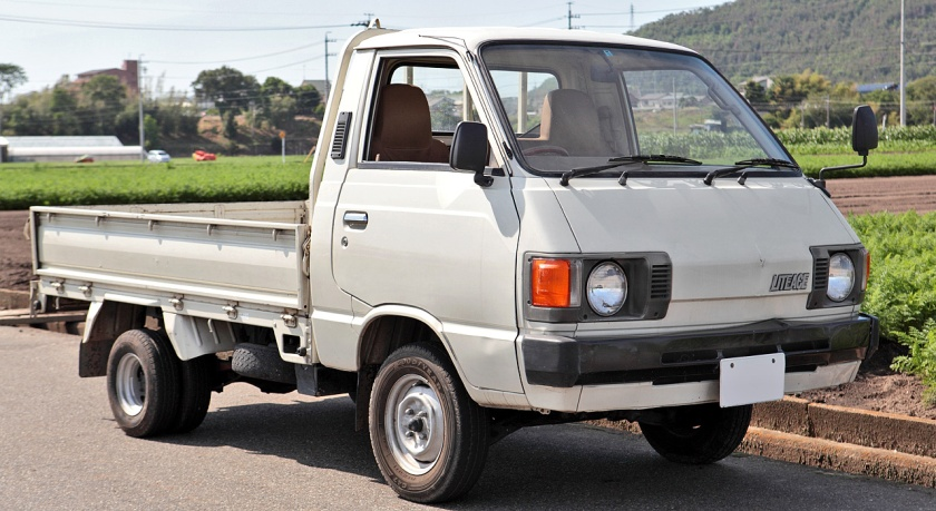 Second generation Toyota Liteace Truck 1.3 Just Low ( KM20 ).