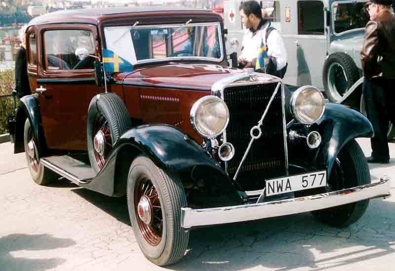 1933 Volvo PV654 4-Door Sedan with flag