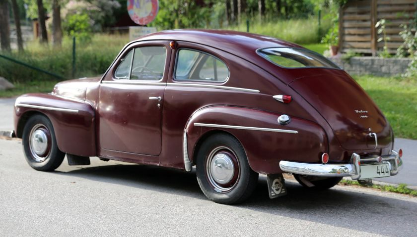 1954 Volvo PV 444 HS, showing the new full-sized rear windshield