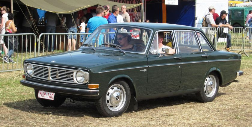 1968 (pre-facelift) Volvo 144 4-door sedan