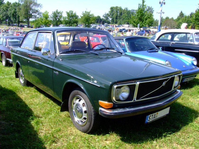 1971 (including first facelift) Volvo 142 2-door sedan.