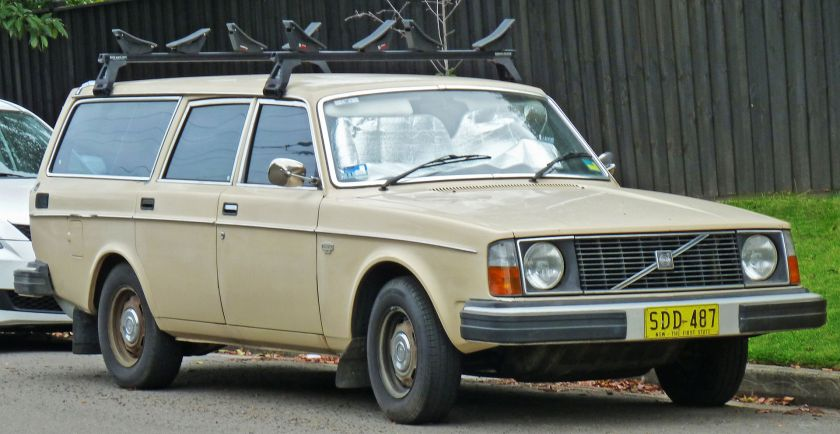 1975-78 Volvo 245 DL station wagon
