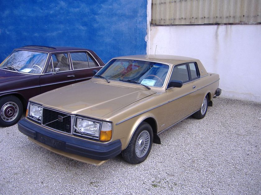 1981 Volvo 262C, last model year without the vinyl roof (Europe)
