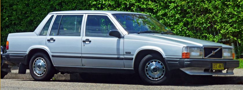 1985-89 Volvo 740 GL sedan 1987