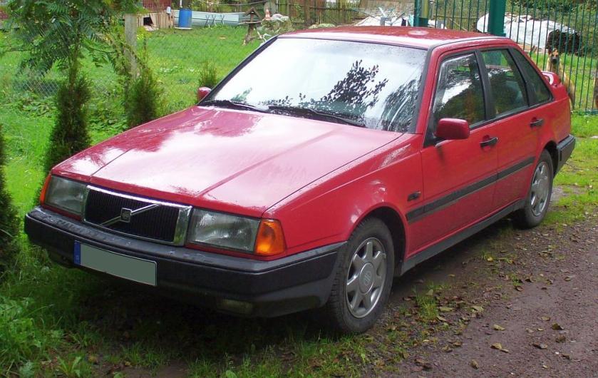 1987 Volvo 440 red