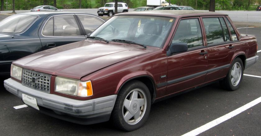 1991 Volvo 740 Turbo saloon post facelift (US)