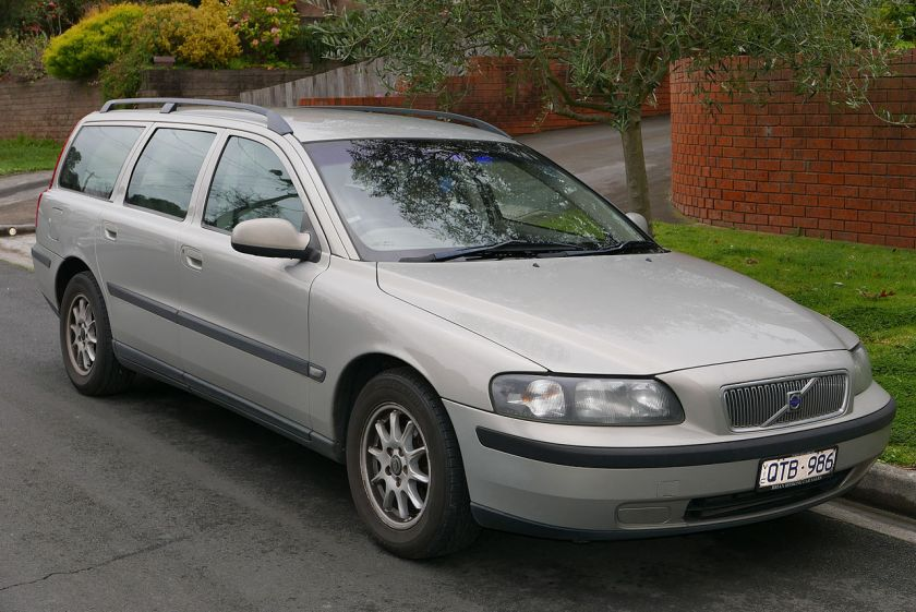 2001 Volvo V70 (MY01) 2.4 20V SE station wagon