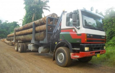 6×6 GINAF M3333S in Suriname