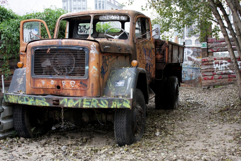 Abandoned Magirus_Deutz_truck_in_Berlin
