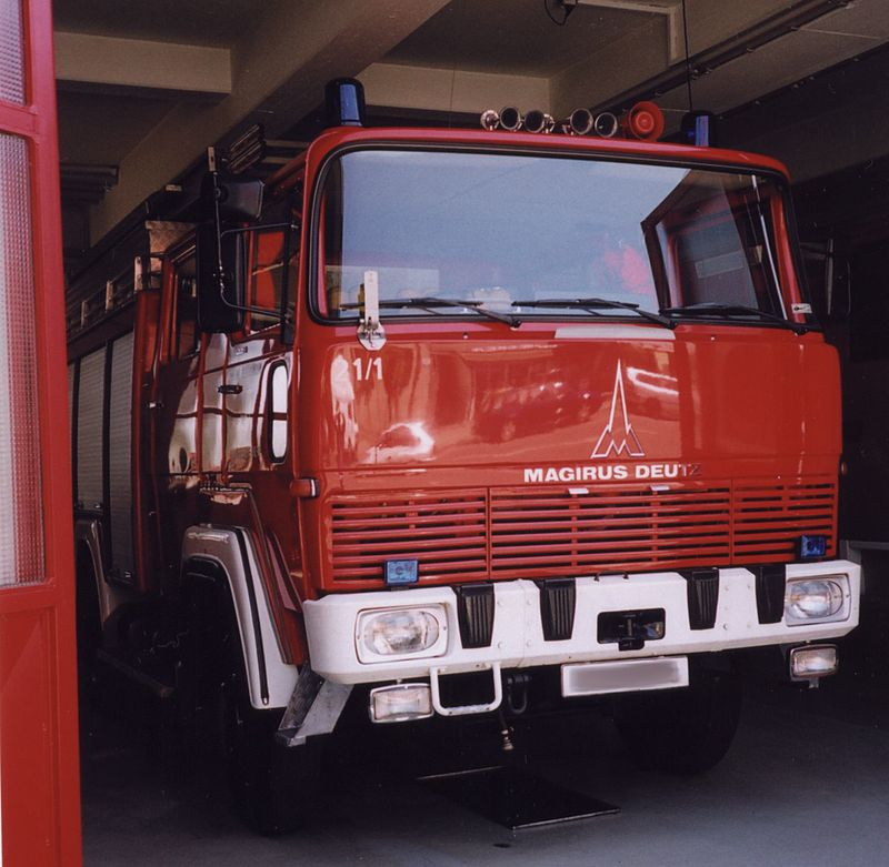 Feuerwehrfahrzeug mit Staffelkabine Typ 170 D 11 FA