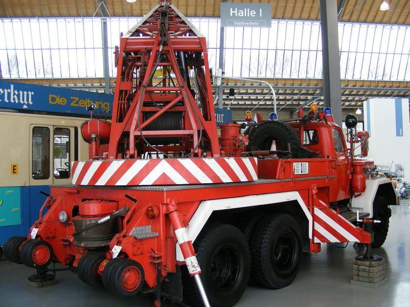Feuerwehrkran_Magirus_F_250_D_25_A_-F_Uranus_A-_hi.re._-_Verkehrszentrum