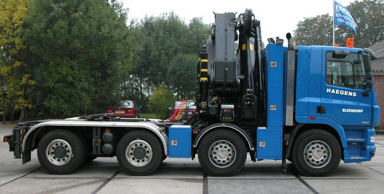 Ginaf X 4241-S met de DAF 12,6 liter motor van 430 pk. De trekker is een 8x4 met een toegelaten gewicht van 41 ton