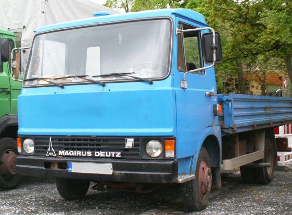Leichter Lkw der X-Reihe aus dem Iveco-Konzern als Magirus-Deutz Pritschenwagen