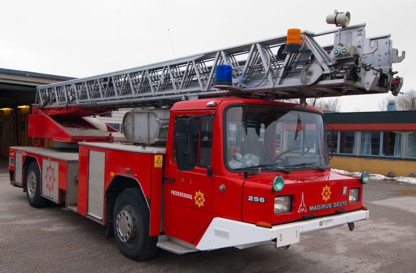 Magirus Deutz DLK 256 23-12 Ladder_truck_Helsingør_-_front_right