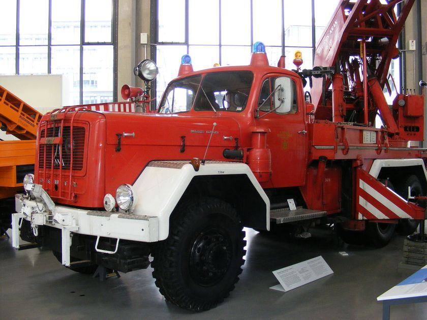 Magirus F 250 D25A-F Uranus A-vo. li. Verkehrszentrum Feuerwehrkran