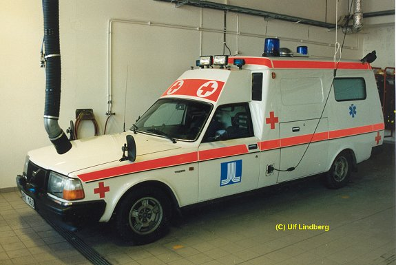 volvo 240-ambulans-11