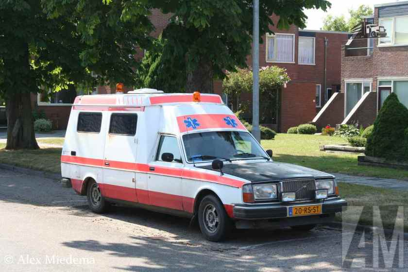 VOLVO 264 AMBULANCE