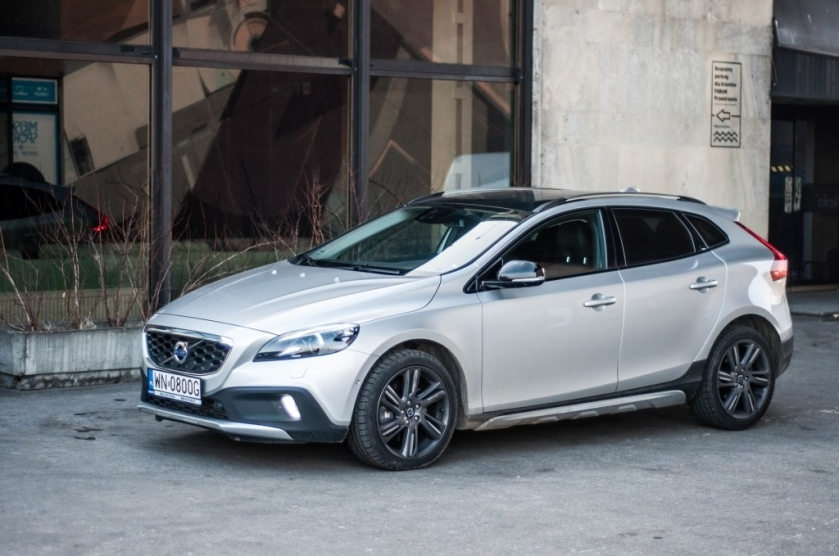 volvo v40 II cross country l