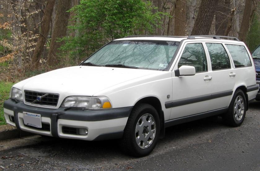 Volvo V70 XC front (US)