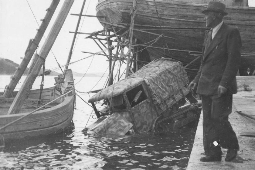 1943 Somua MCG recovery in Lussinpiccolo 1943