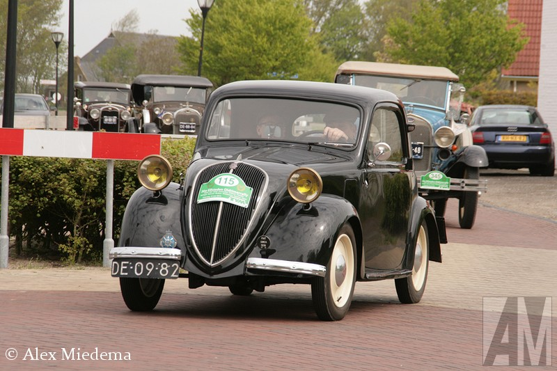 1949 Simca 6 in elfstedentocht