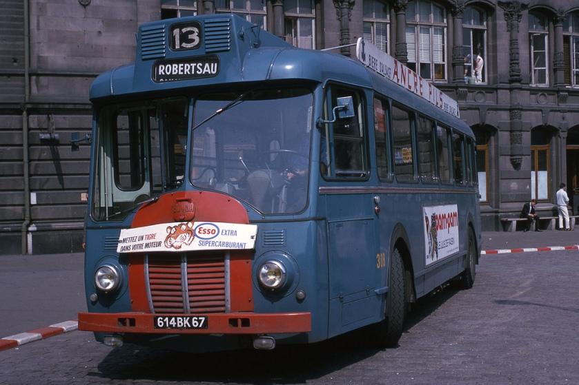1950 Autobus Somua type OP5-2 de la CTS sur la ligne 13, place de la gare de Strasbourg, en 1965. Somua-Panhard de 100 ch.