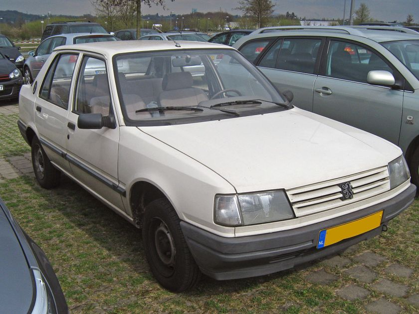 1985 Peugeot 309 5d Mk1 front