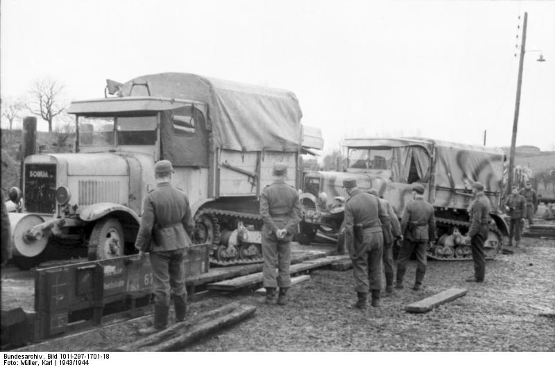 Nachschub per Eisenbahn, Somua-LKW
