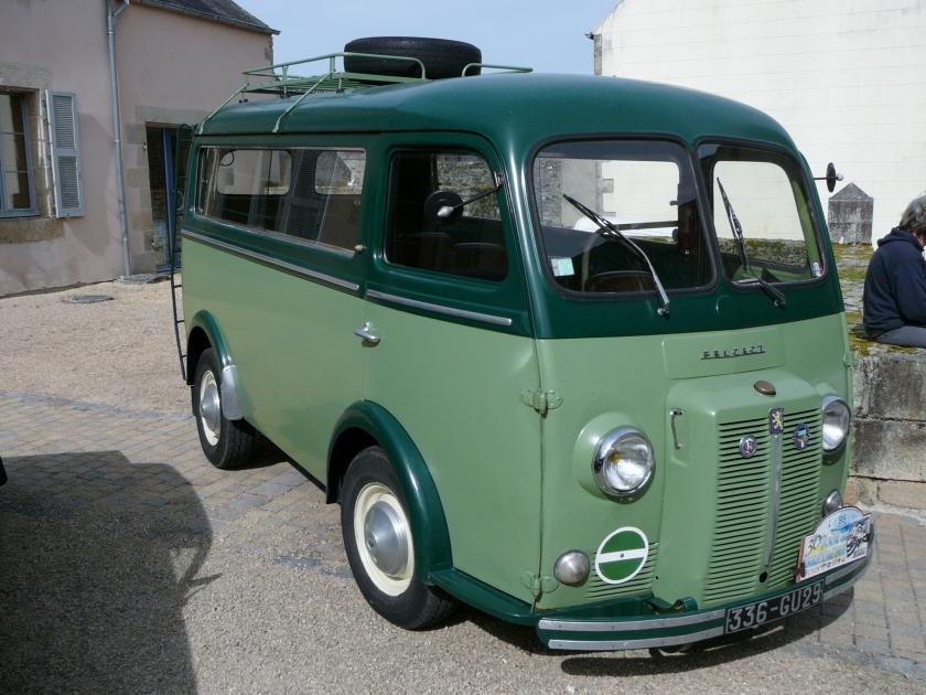 Minibus Peugeot D4A in Guerlesquin