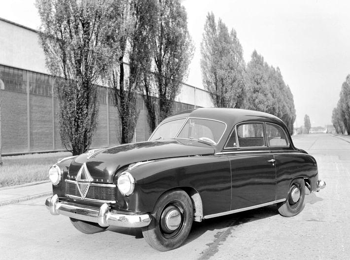 1949 laesst-der-hansa-1500-dank-pontonform-die-borgward-konkurrenz-alt-auss