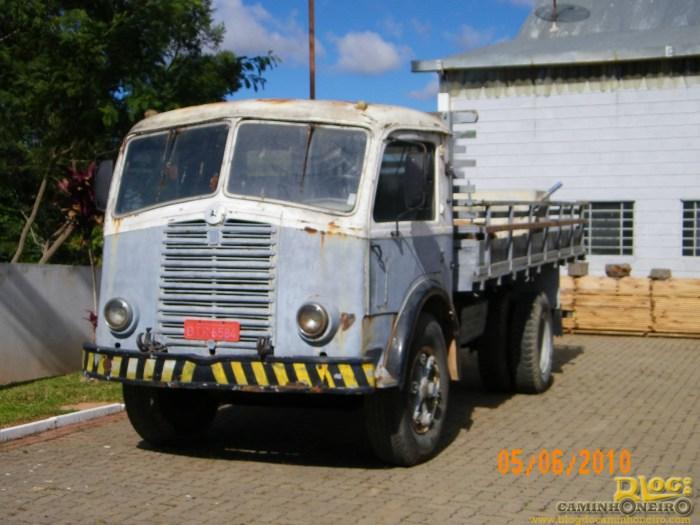 1952 FNM Restauracao-de-caminhoes-7