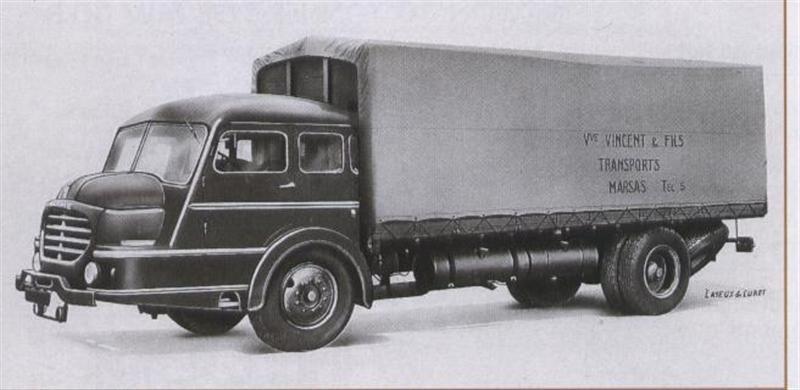 1953 WILLEME porteur baché, cabine Doucet mais rajout d' un capot des tout nouveaux LC 610