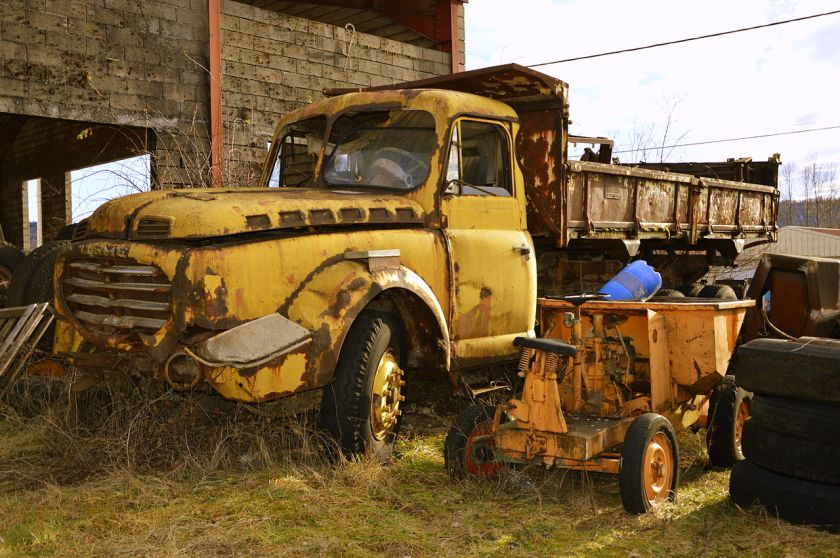 1954 Willeme LD 610. Camion à benne basculante de 1954. Moteur V6. Deux essieux. 19 tons.