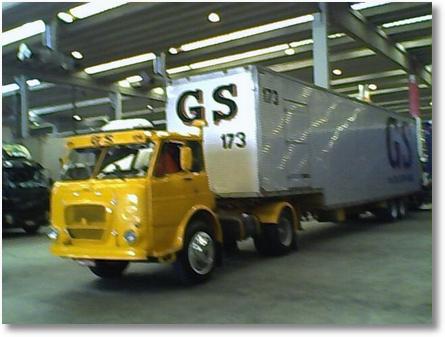 FNM 180, o caminhão amarelo está a 3 anos.