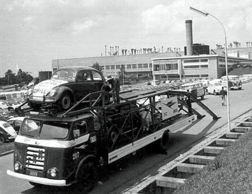 FNM D-11000 Cegonheira da Brazul transportando veículos VW à serem exportados para o Chile