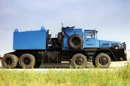 This 4-axle MOL ballast tractor is good for towing up to 500 tonnes