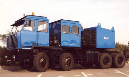 With a 450 bhp Cummins KT19 and Clark drivetrain, the 8×8 MOL TG 250 pulls 200 tonnes