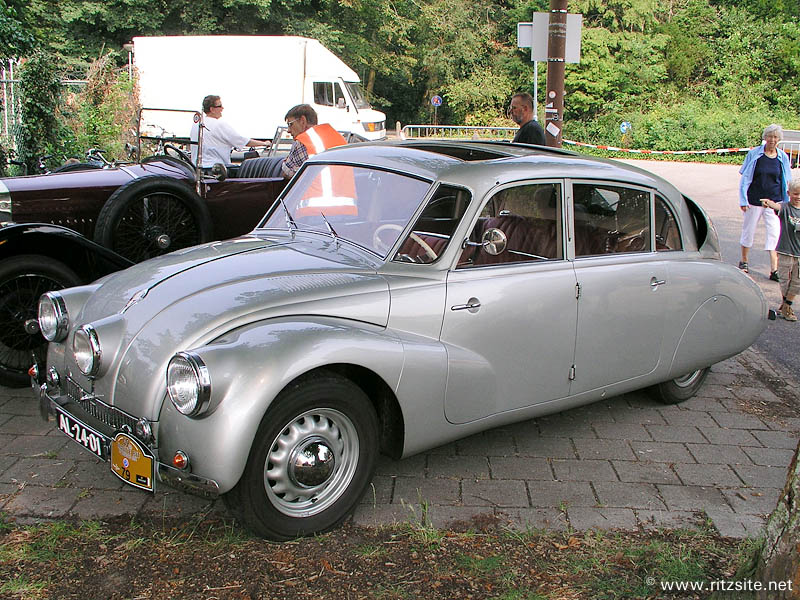 1939 Tatra Type 87 - 4-door sedan
