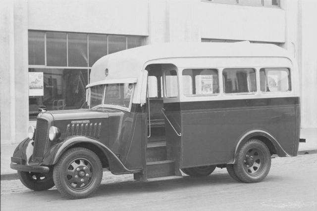 1940 International Harvester, D5 Panel Van, 'Weddell's Bread', Aberdeen Street, Geelong