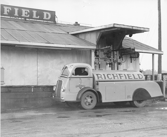 1940 International madel D-300, owned by Richfield Petroleum