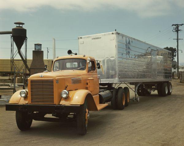 1949 International W-3042-L Truck-Van, Closed Top with Semi-Trailer