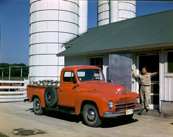 1950 International L-120 truck loaded with milk cans
