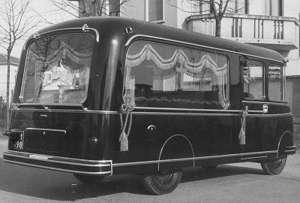 1951b Autobus Lancia Beta e coppia di autofunebri
