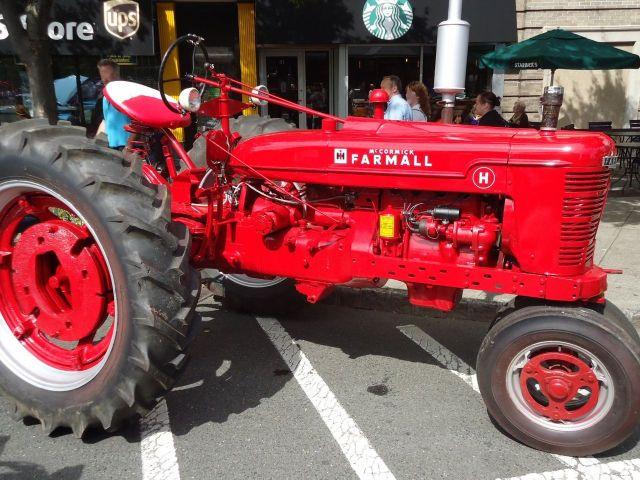 1954 IHC red tractor McCormick Farmall