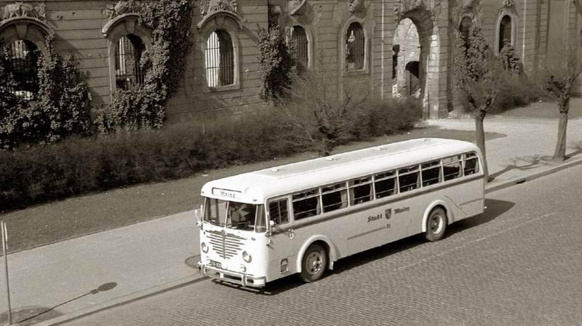 1955 Büssing 5000 TU Nr. 51 am Brückenkopf, Juli 1955