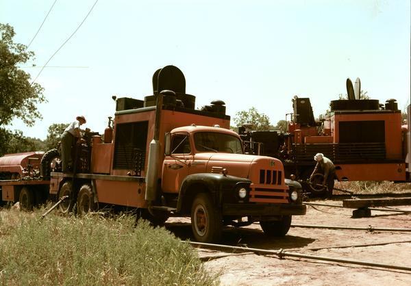 1956 Workers service oil field equipment International model RDF-192 Truck