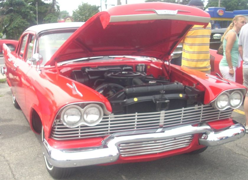 1958_Plymouth_Plaza_(Rassemblement_Mopar_Valleyfield_'10)