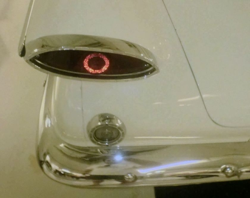 1960-61 tail lamp with reversing lamp Valiant cat