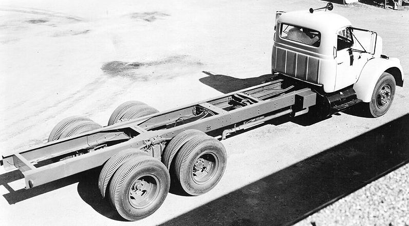 1962 International model V220 truck