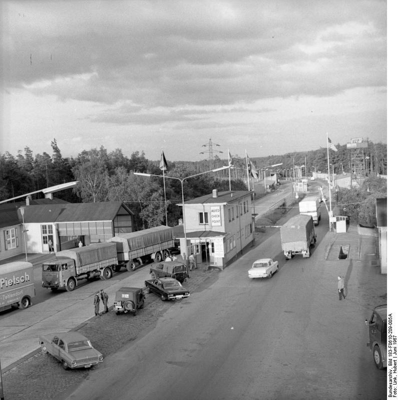 Zentralbild/Link 10.6.1967 Westdeutscher Grenzkontrollpunkt Helmstedt.